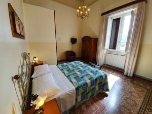 Camera Matrimoniale/Doppia con Letti Singoli con Bagno in Comune
