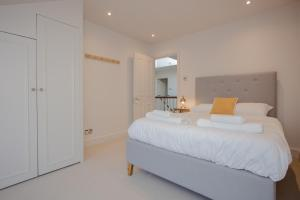 Luxury 3 Bedroom Home by South Kensington