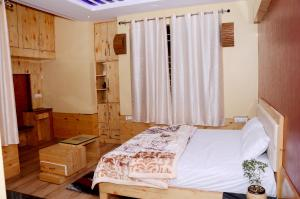 . Forest Inn Home stay