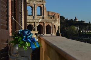 Balcony Colosseum View - abcRoma.com