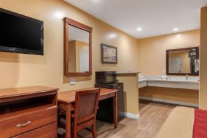 Econo Lodge Carson near StubHub Center, Motels  Carson - big - 9