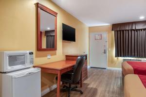 Econo Lodge Carson near StubHub Center, Motels  Carson - big - 11