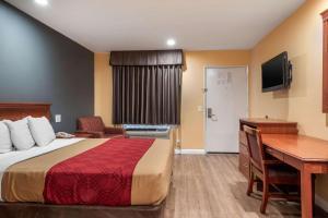 Econo Lodge Carson near StubHub Center, Motels  Carson - big - 16