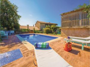 Six-Bedroom Holiday Home in Cernedo - Parada