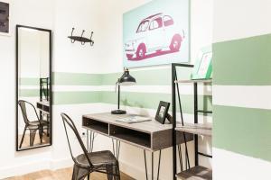 Colorful City-break studio in Athens city center
