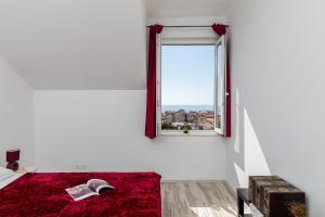 Red Wine Apartment