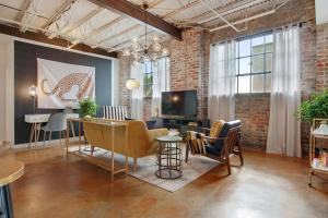 obrázek - Stylish 2BR/2BA Apt in Warehouse District by Domio