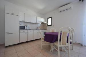 Apartments Petrica, Апартаменты  Малинска - big - 11