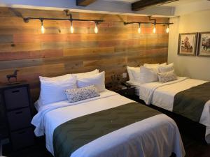 obrázek - Cedar Stables Inn & Suites