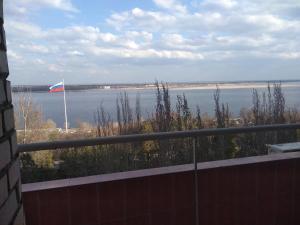 Квартира с видом на Волгу на Чуйкова, 37 - Peschanyy