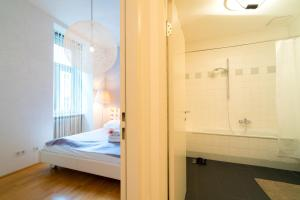obrázek - Vienna Residence | Spacious and modern furnished 2 room apartment in Vienna Neubau - for up to 4 people, with large balcony and terrace