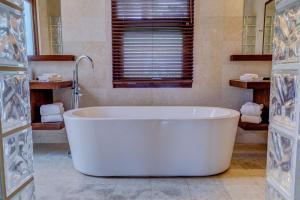 Las Verandas Hotel & Villas, Resort  First Bight - big - 11
