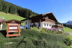 Gasthof Starzelhaus - Hotel - Mittelberg