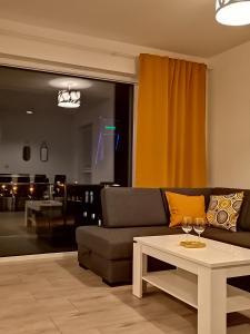Luksusowy apartament z widokiem na jezioro