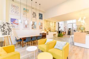 Location gîte, chambres d'hotes SLO Living Hostel dans le département Rhône 69
