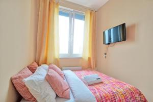 Apartment Belomorskaya / Yellow Square