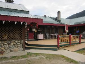 Summit River Lodge&Campsites - Hotel - Valemount