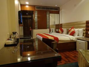 Hotel Aura, Отели  Нью-Дели - big - 74