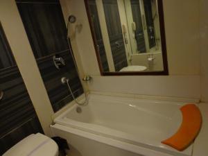 Hotel Aura, Отели  Нью-Дели - big - 14