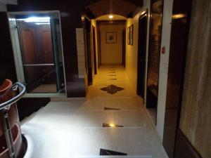 Hotel Aura, Отели  Нью-Дели - big - 37