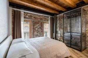 Crocus Apartments - AbcAlberghi.com