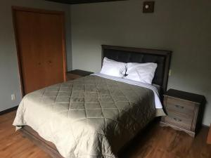 Mountain Trail Lodge and Vacation Rentals, Лоджи  Окхерст - big - 8