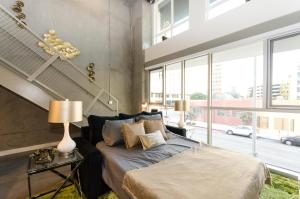 Urban 20 FT Two Level Loft, Apartmány  Los Angeles - big - 16
