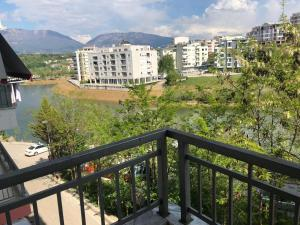 Lake Side Apartment Tirana - Sauku