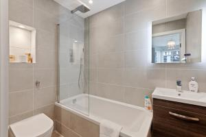 Stylish and Modern 2 Bed apt in Queens Park, Apartmány  Londýn - big - 51
