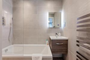Stylish and Modern 2 Bed apt in Queens Park, Apartmány  Londýn - big - 52