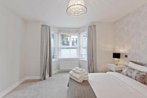 Stylish and Modern 2 Bed apt in Queens Park, Apartmány  Londýn - big - 59