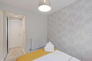 Stylish and Modern 2 Bed apt in Queens Park, Apartmány  Londýn - big - 61