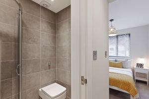 Stylish and Modern 2 Bed apt in Queens Park, Apartmány  Londýn - big - 42