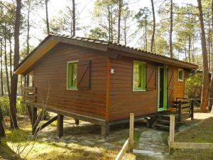 Location gîte, chambres d'hotes Chalet Chalet du Golf dans le département Gironde 33