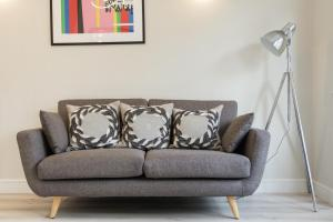 Stylish and Modern 2 Bed apt in Queens Park, Apartmány  Londýn - big - 34