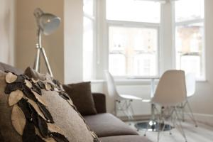 Stylish and Modern 2 Bed apt in Queens Park, Apartmány  Londýn - big - 29