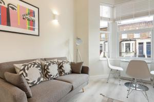 Stylish and Modern 2 Bed apt in Queens Park, Apartmány  Londýn - big - 35