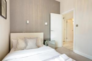 Stylish and Modern 2 Bed apt in Queens Park, Apartmány  Londýn - big - 19