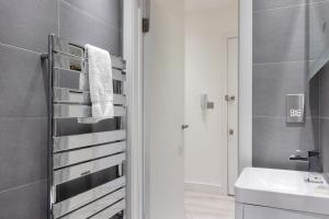Stylish and Modern 2 Bed apt in Queens Park, Apartmány  Londýn - big - 23
