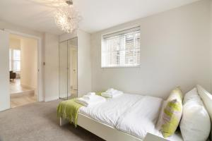 Stylish and Modern 2 Bed apt in Queens Park, Apartmány  Londýn - big - 26