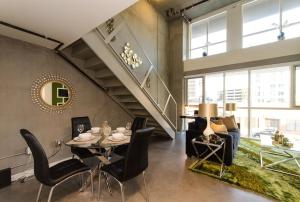Urban 20 FT Two Level Loft, Apartmány  Los Angeles - big - 43