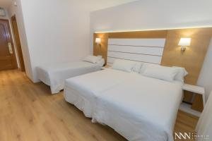 Double Room with Extra Bed and Spa Access Hotel Spa Nanin Playa