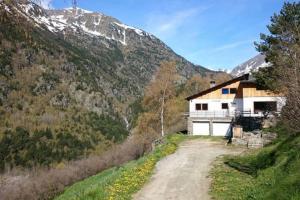 Casita ecologica en parque natural, Ordino