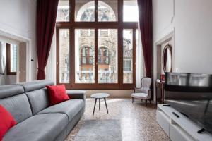 Apartment Ponte Raspi Canal View - AbcAlberghi.com