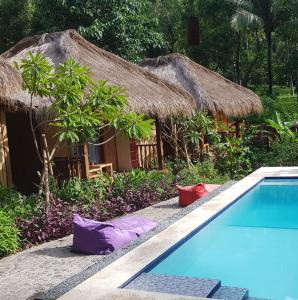Wooden Paradise, Bungalows Pool
