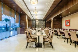 Golden Tulip Suites Gurgaon, Aparthotels  Gurgaon - big - 7
