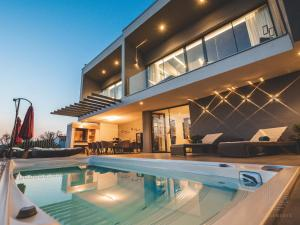 Villa Elements