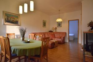 Apartments Jakin