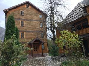 Rezidenca: Quku i Valbones - Valbonë