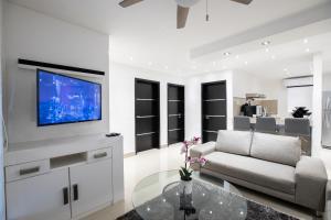 Departamento en Cancun de 2 Recamaras, Sala, Cocina, Tvs, WiFi